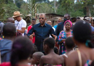 Tournée politique/Alexandre Barro Chambrier reçu en liesse en pays Kotas